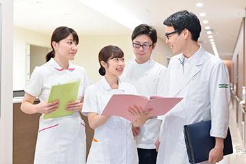 病棟薬剤師からは、薬剤の種類、投与量、投与方法などを学べ、疑問がある場合は確認できる環境がある。患者さんの情報共有など、連携もスムーズに行われている。