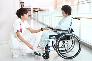 多くの患者さんと積極的にコミュニケーションをはかっている丸山さん。