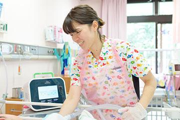患者さんの医療度は高く、多くは人工呼吸器を装着。