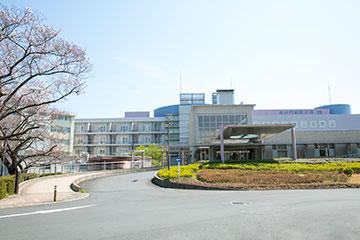 渋谷、自由が丘、二子玉川、南町田アウトレットに便利な立地。緑も豊かな環境にある分院。