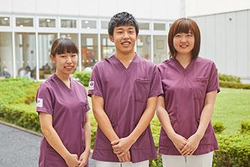 筑波大学附属病院の新入職者は、毎年100人以上。それぞれの部署に同期が5~6人いる。同期とは一緒に勉強したり、悩みを相談したりとかけがえのない仲間になっている。