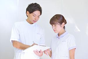 多重業務では、優先順位について近さんのアドバイスを得ながら実施している。