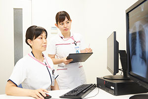 「集中ケア認定看護師の師長が、いつも見守ってくれているので安心です」と鈴木さん。