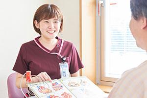 患者さんへの生活指導はパンフレットそのままの話にならないように、毎回内容を変えて工夫を凝らしている。